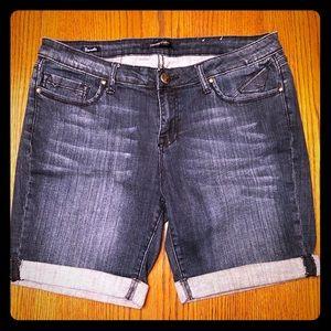 Like New Vigoss Studios Bermuda Shorts Size 32